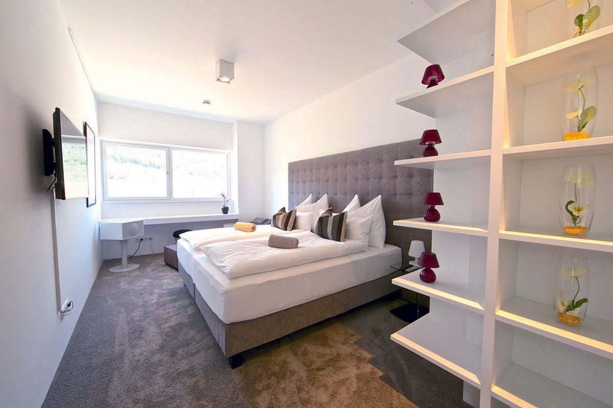 Schlafzimmer - Design Ferienhaus Bauhausvilla Kärnten, Spittal/Millstätter See